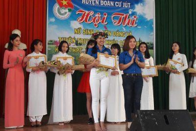 Hội thi nữ sinh duyên dáng và tuyên truyền ca khúc cách mạng